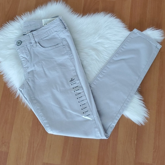 NWT American Eagle light gray jegging sz 4 Short